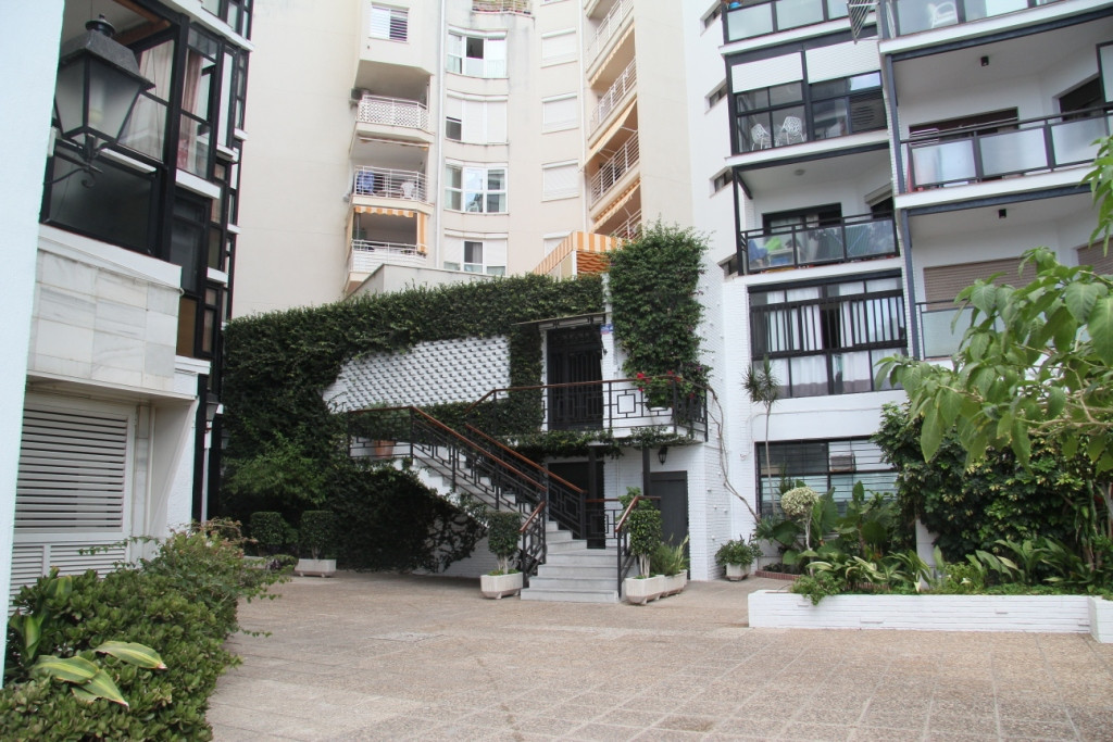 FRONT LINE BEACH APARTAMENT SITUATED IN THE WALKING PROMENADE OF MARBELLA, SOUTH FACING WITH SUPERB ,Spain