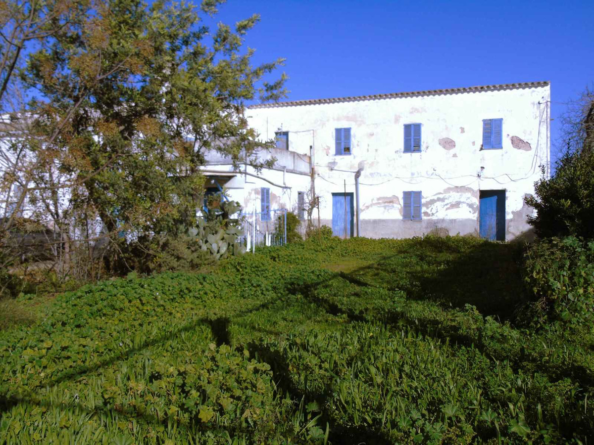 Rural property 10 minutes from Palma that has 69,000 m2 of land with views to the Serra de Tramuntan, Spain