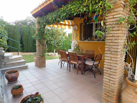 Opportunity to buy a nice couple at a reduced price. It is a house of 170m2 on a plot of 725m2. It h, Spain