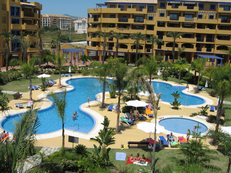 Fourth floor apartment in a gated development walking distance from San Pedro de Alcantara promenade Spain
