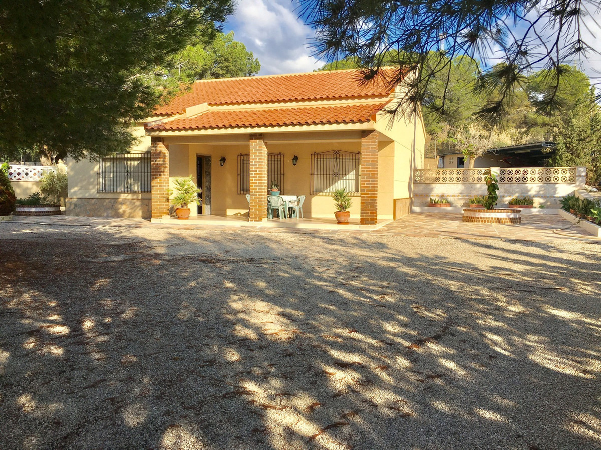 Detached villa with 4 bedrooms only 300 meters from the sea and on a large plot of over 1000m2.  Thi,Spain