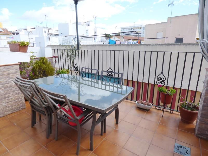 Fantastic buying opportunity, new construction house next to the old town. The house consists of 3 f, Spain
