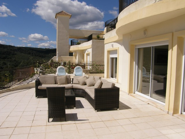 San Roque Golf: Large 3 bedroom 2bathroom apartment front line and overlooking the 14th Green od Old,Spain