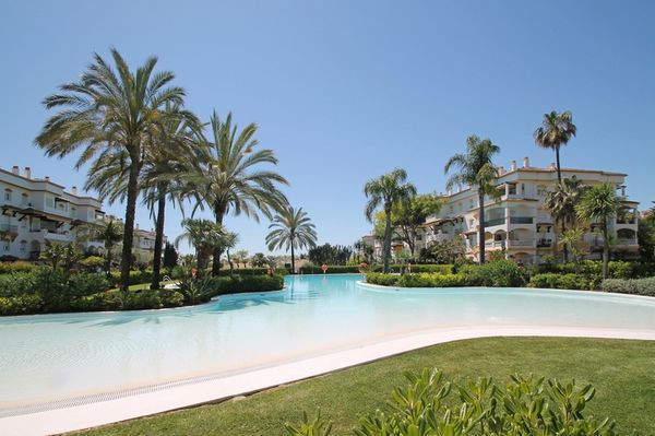 Magnificent south east facing three bedroom penthouse in the prestigious area of  the Golden Mile in, Spain