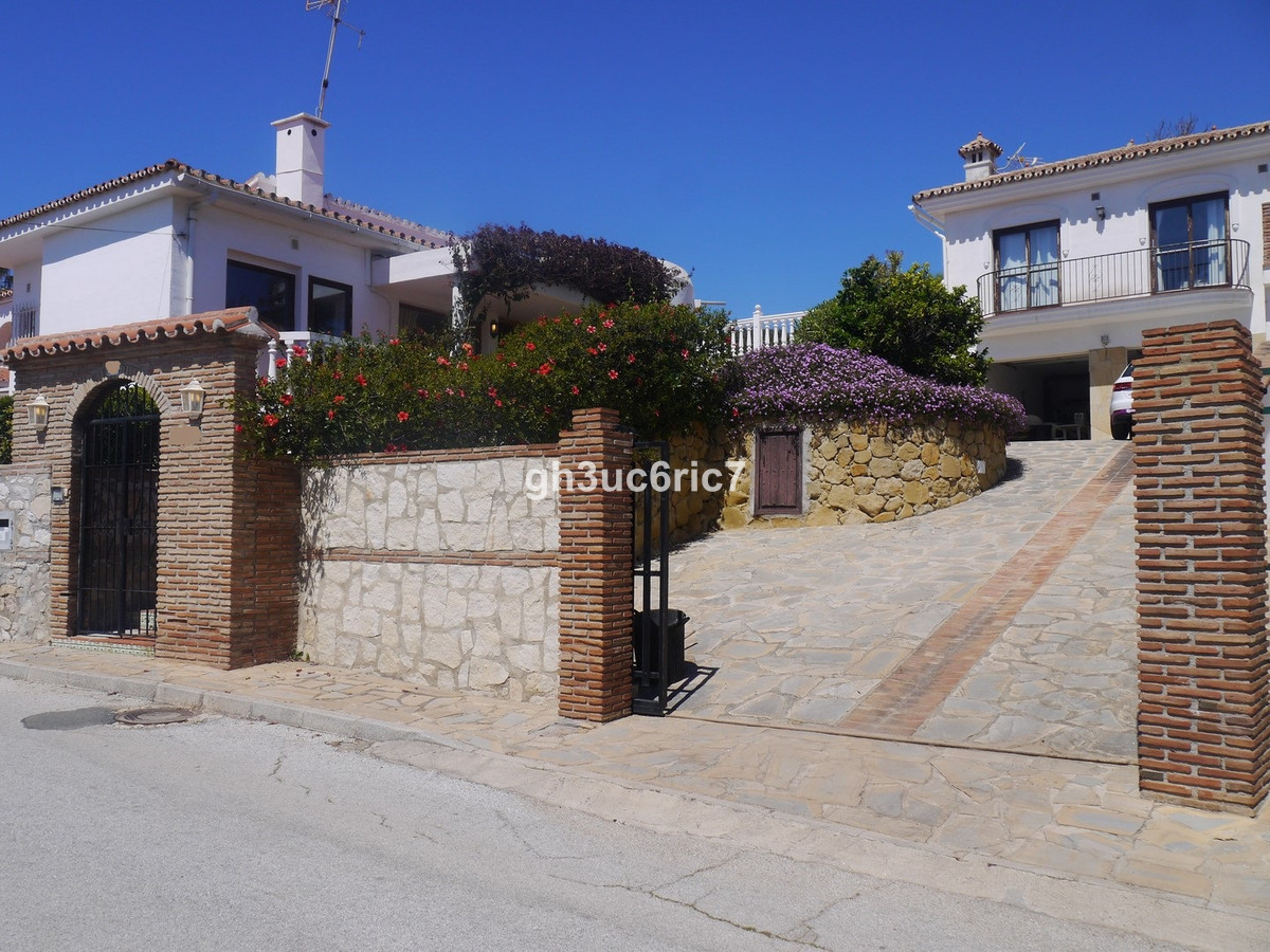 Fantastic investment property!!! 2 Properties on one plot. The main house is a 1 level villa of 3 be,Spain