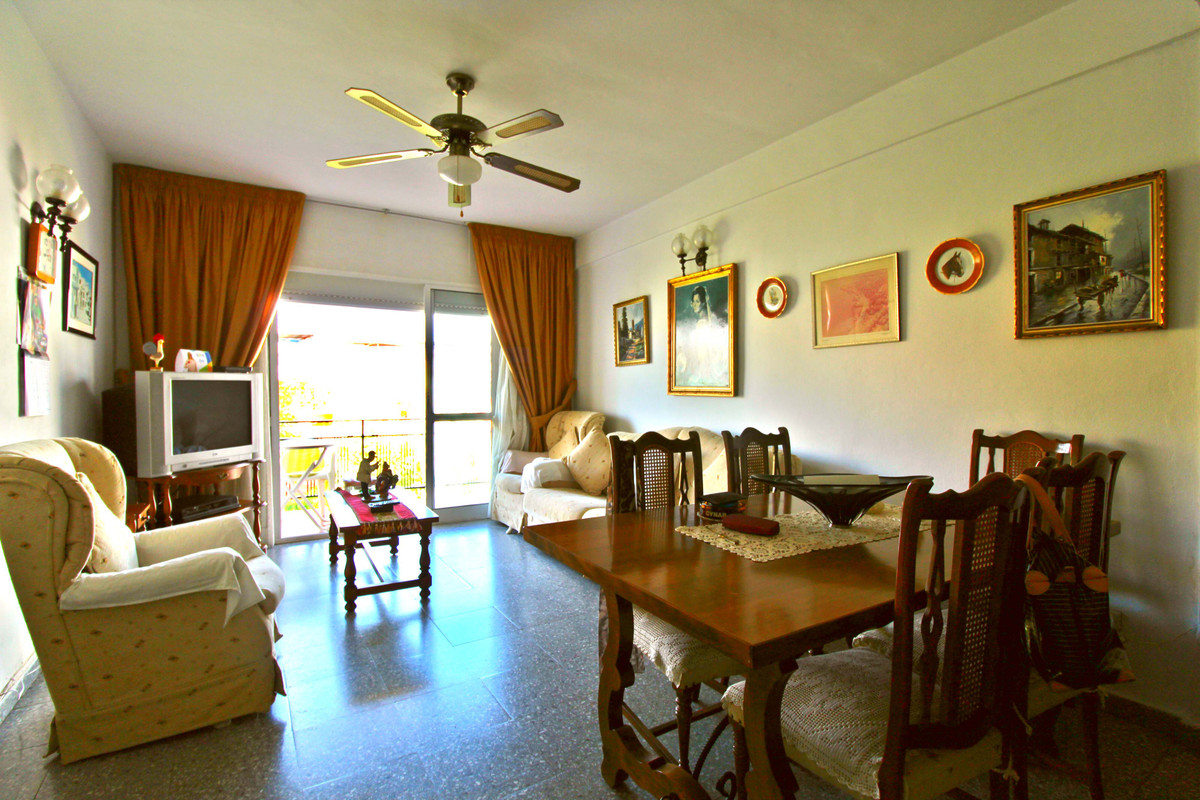 Flat right in the city centre of Fuengirola, two minutes away from the beach and four minutes away f,Spain