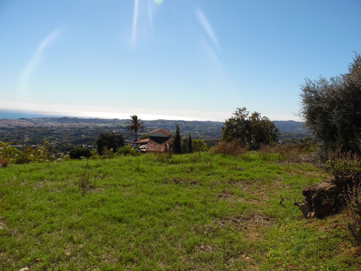 Rustic plot of 6,500 square meters fantastically located, with wide panoramic views of the sea in Mi,Spain