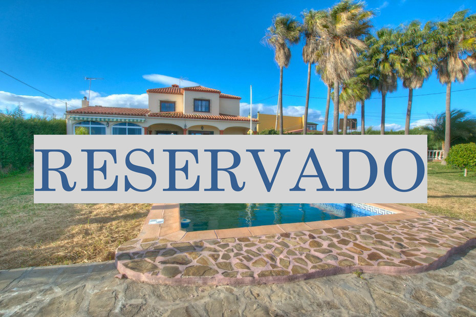 Fantastic opportunity to acquire this unique Villa in an unbeatable location of Estepona . Parnorami, Spain