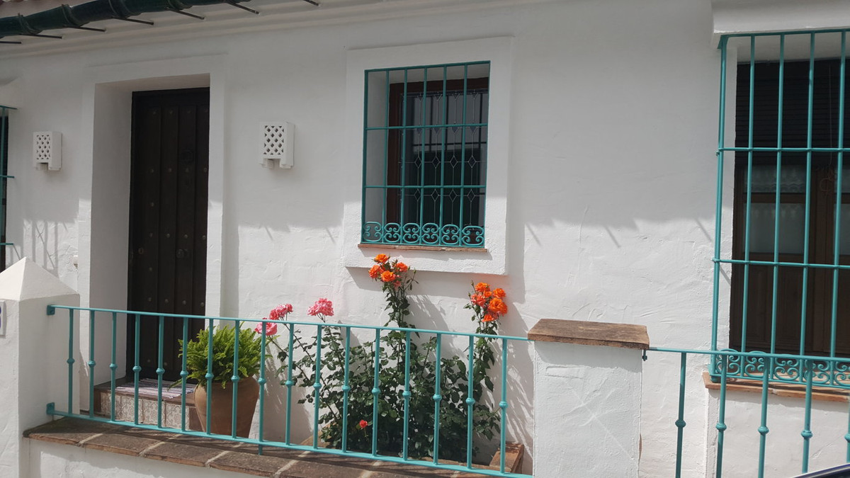 Fantastic house in 3 levels in Ojen with sea and mountain views. At the entrance of the house you ca,Spain