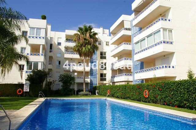 West facing partly furnished penthouse with 3 bedrooms, 2 bathrooms, 1 guest cloakroom, panoramic co, Spain