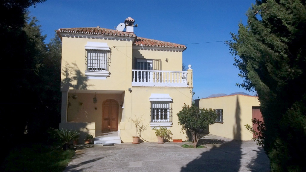 3 individual Properties 2 swimming pools all with private entrances and parking. Currently generates, Spain
