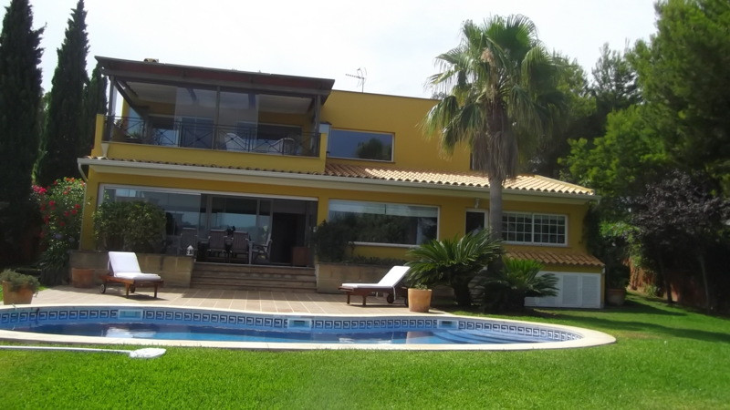 CHALET in Nova Santa Ponsa WITH SEA VIEW, HAS POOL, GARDEN LARGE LIVING ROOM WITH KITCHEN ISLAND, BE, Spain