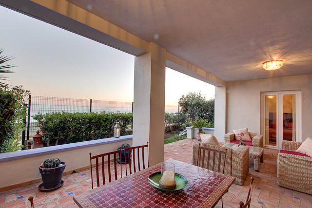 This is a ground-floor, beach front apartment situated in the La Perla de la Bahia urbanisation. The,Spain