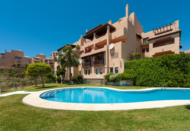 Beautifully presented apartment nestled up in the hills of Calahonda. Offering 2 bedrooms, 2 bathroo,Spain