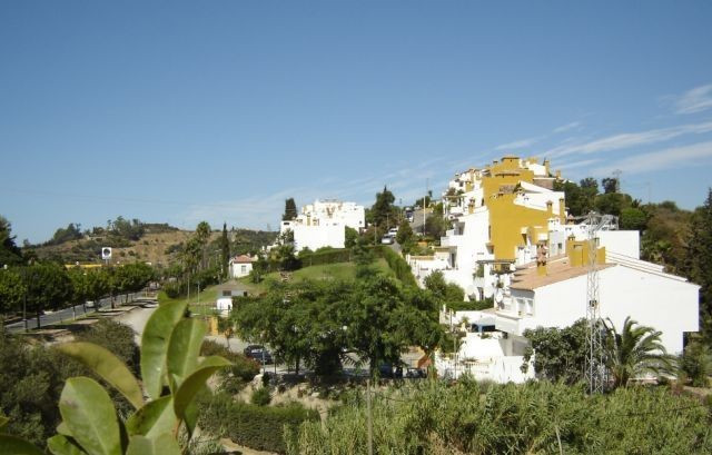 A spacious and very well maintained two bedroom townhouse on the outskirts of Estepona (near local p,Spain