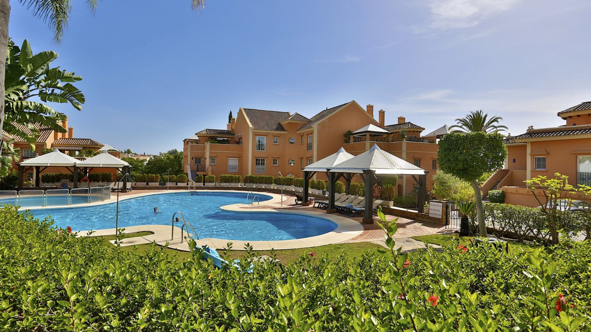 Beautiful garden duplex apartment, situated in Andalucia Alta. On the entrance level is entrance hal, Spain