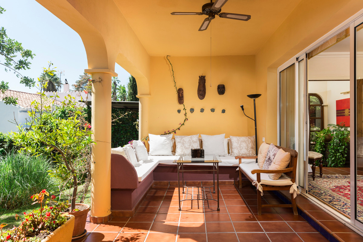 Beautiful villa on one floor with lots of privacy on a plot of 2046 m2, has 4 bedrooms each one with,Spain
