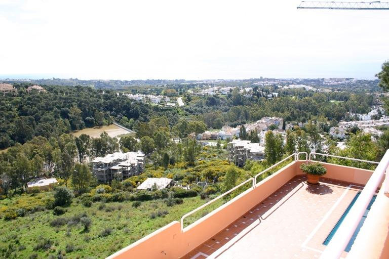 Very nice villa with stunning views of the golf valley of Nueva Andalucia, of the coast and the moun, Spain