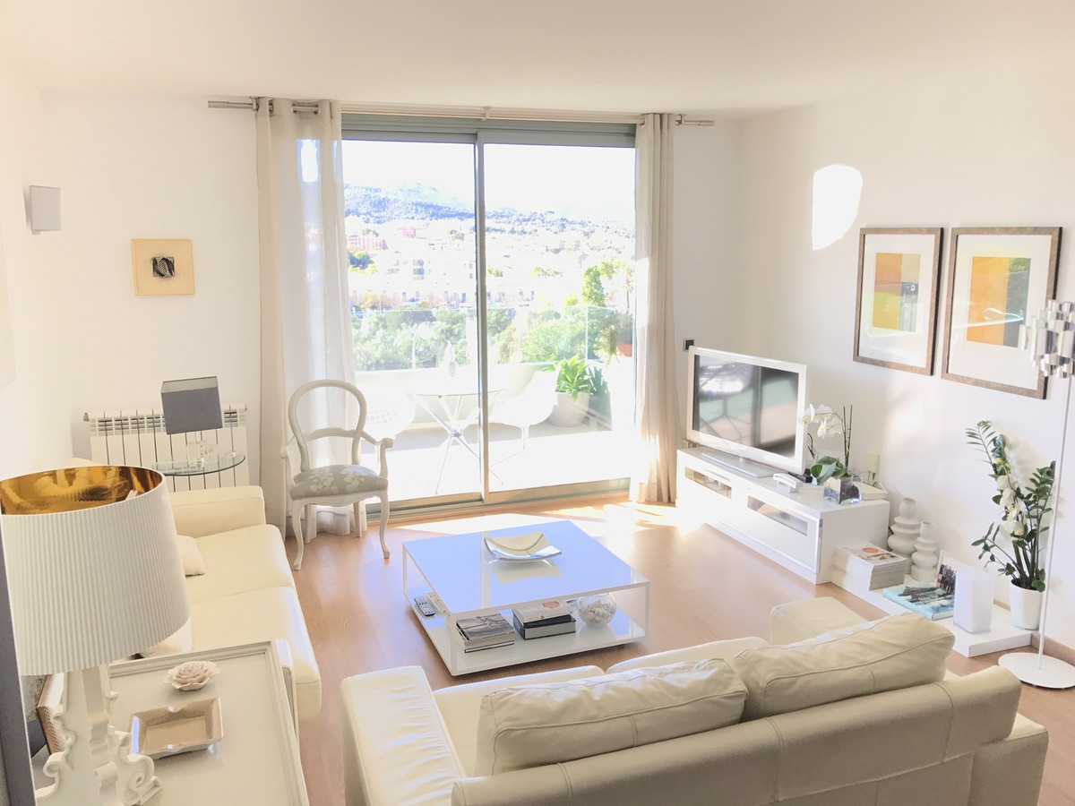 PENTHOUSE ZONA SCHOOLS IN PALMA HAS 4 BEDROOMS AND TWO BATHROOMS KITCHEN WITH OFFICE, GALERY MEASURE, Spain