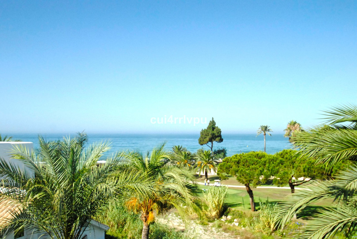 Stunning duplex penthouse of 429 m2 located in one of the most exclusive complex of Marbella with di,Spain