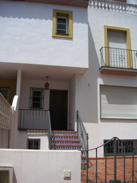 Fantastic townhouse brand new 260m with cellar next to the Canada shopping center in Marbella.  New ,Spain