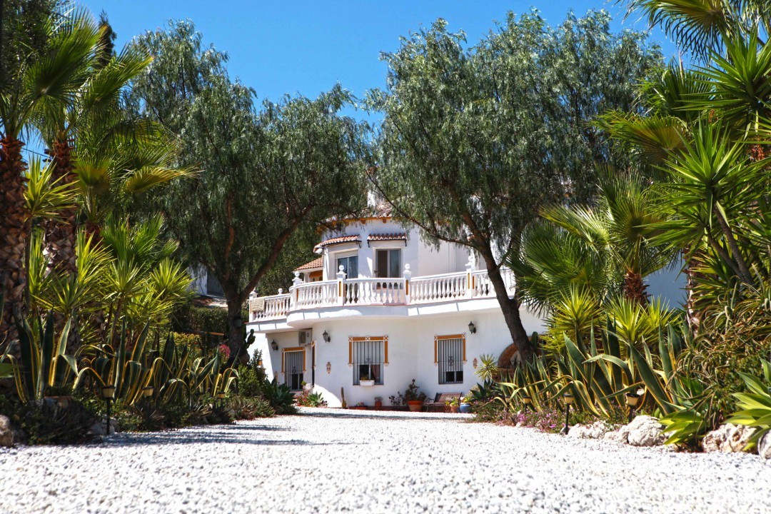 A truly luxurious home situated in a peaceful location with every detail considered. Here you drive ,Spain