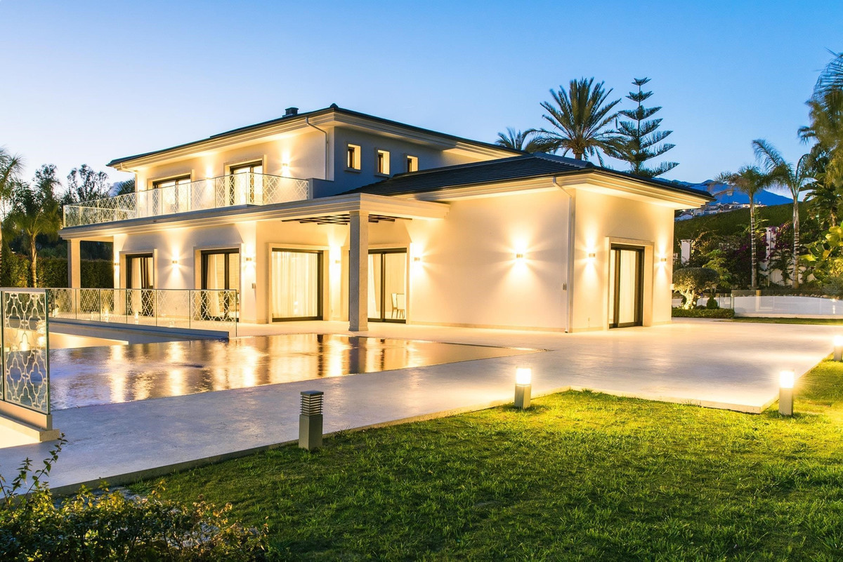 Brand new projects - Villa Maria and Villa Rosa in Nueva Andalucia, Los Naranjos.   These houses are,Spain