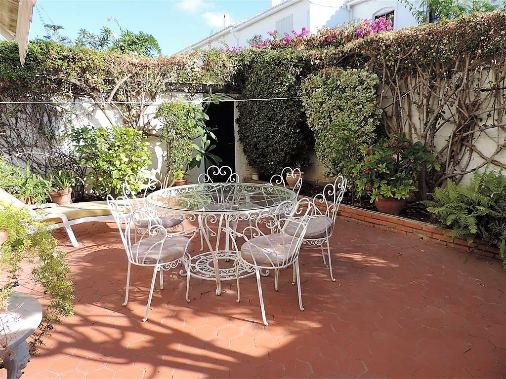 Townhouse for Sale in the sought after urbanisation Pueblo Lopez, right in the hart of Fuengirola To Spain