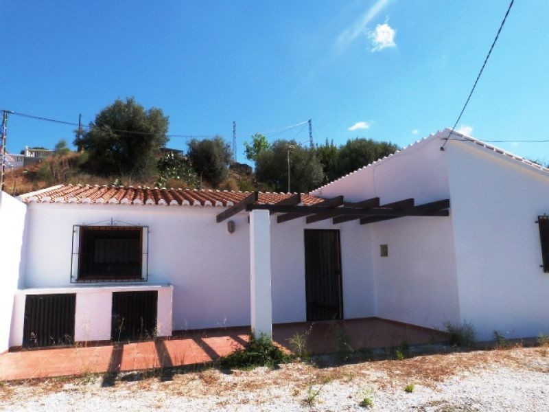 The beautiful house is located in La Vinuela. The accommodation comprises a spacious living room, a , Spain