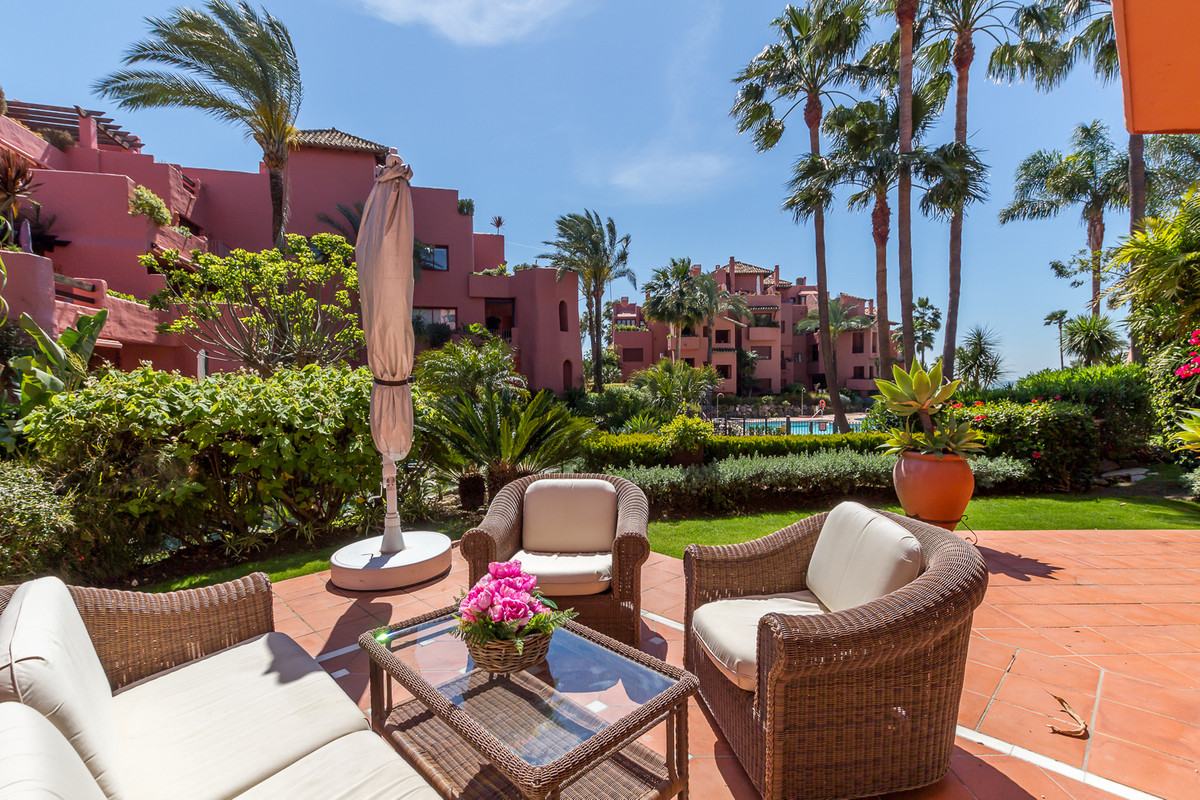 Beautiful 2 beds 2 bath Ground floor apartment located in one of the best beach front development on,Spain