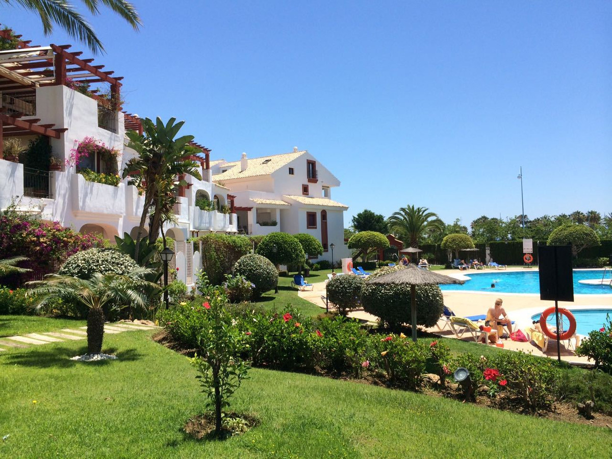 Beautiful DUPLEX with garage, located near the sea, with direct views of the beach. Exclusive urbani, Spain