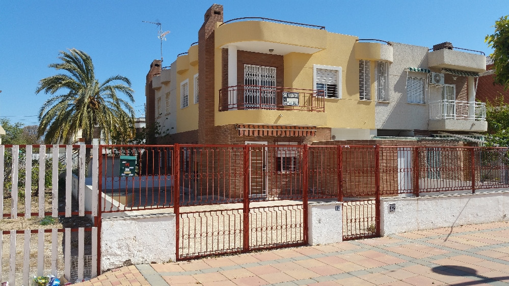 4 bed 2 bath quad house on the main avenue in Los Narejos within just a 5 minute drive of San Javier, Spain