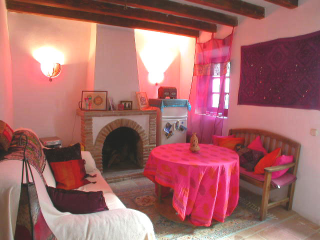 Rare opportunity in Ojen!  Charming and cosy two level townhouse in the hearth of Ojen, with restaur, Spain