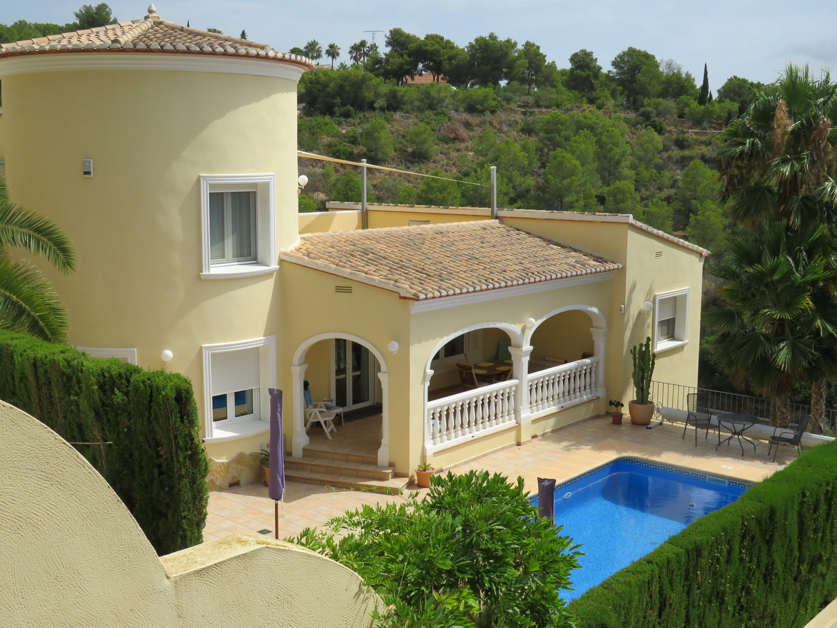 Modern 4 Bedroom Villa in Immaculate condition with Sea Views. This property is in a peaceful locati, Spain
