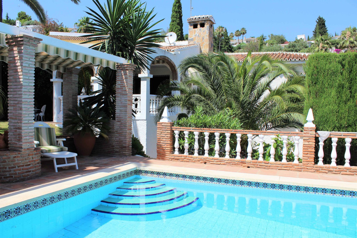 This is an unbelievably good deal for a villa of this quality in this location! All on one level wit,Spain