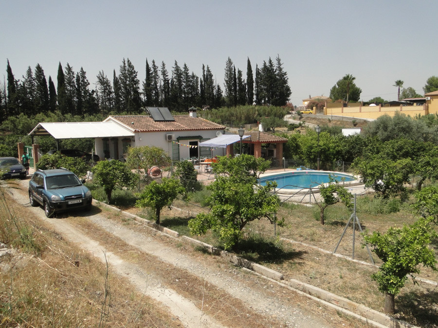 Country finca with excellent access.  The property has 2 bedrooms, family bathroom, open kitchen, li, Spain