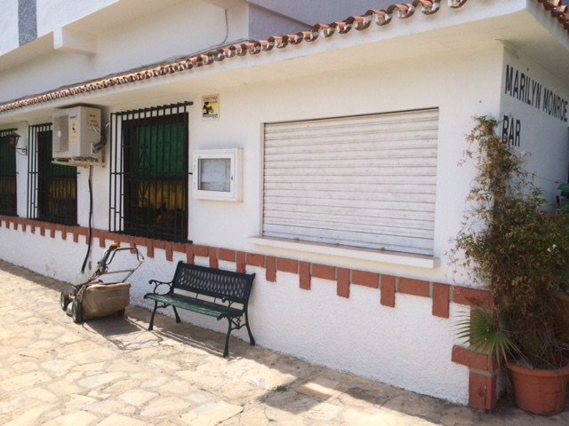 Themed bar/restaurant for sale! This bar has been in the same hands for the last 16 years, now close,Spain