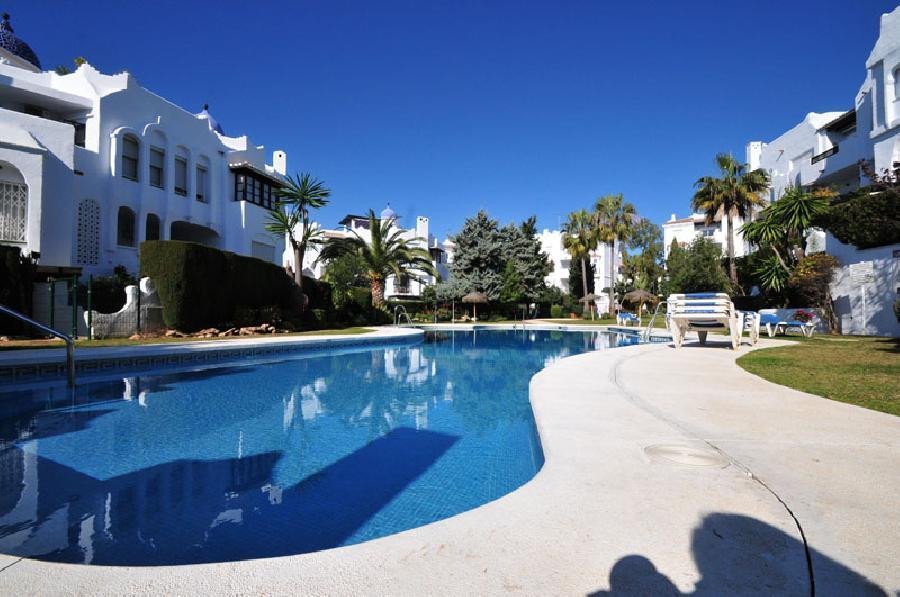 Ideally located, lovely ground floor apartment in Medina del Zoco. 2 bed, 2 bath, one en-suite.  Lar,Spain