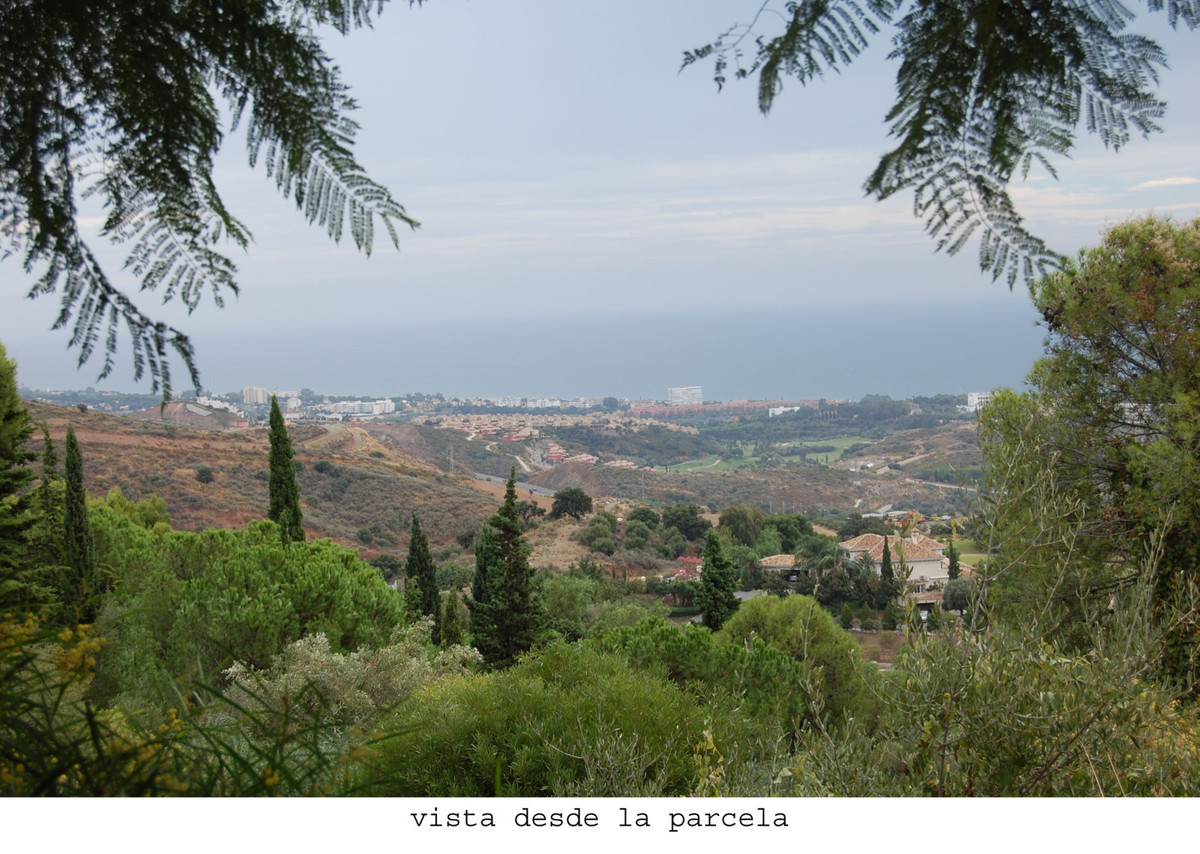 This plot is situated in the east of Marbella, in  Los Altos de los Monteros (also called Lomas de M, Spain