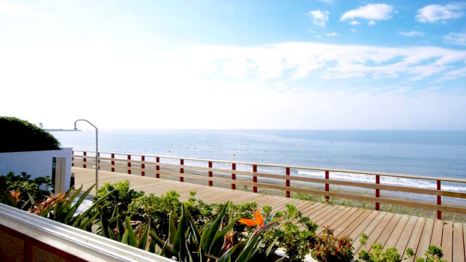 ON THE BOARDWALK - NEW GOLDEN MILE  Curiosa house frontline beach Guadalmansa. This 3 bedroom, 2 bat, Spain