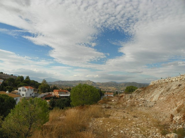 Fabulous plot of land located in the sought after urbanization of Pinos de Alhaurin, only minutes fr,Spain