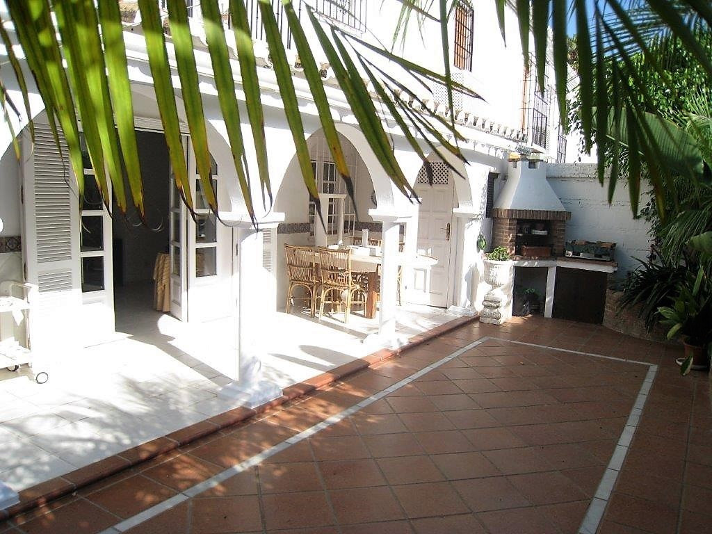 Beautiful townhouse located in Pueblo Lopez, with two bedrooms, 2 bathrooms and patio of 114m2. Orig,Spain