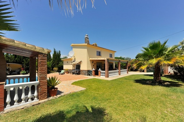 Originally listed for 299,000€, recently reduced to 280,000€ for a quick sale. Excellent 4 bedroom f,Spain