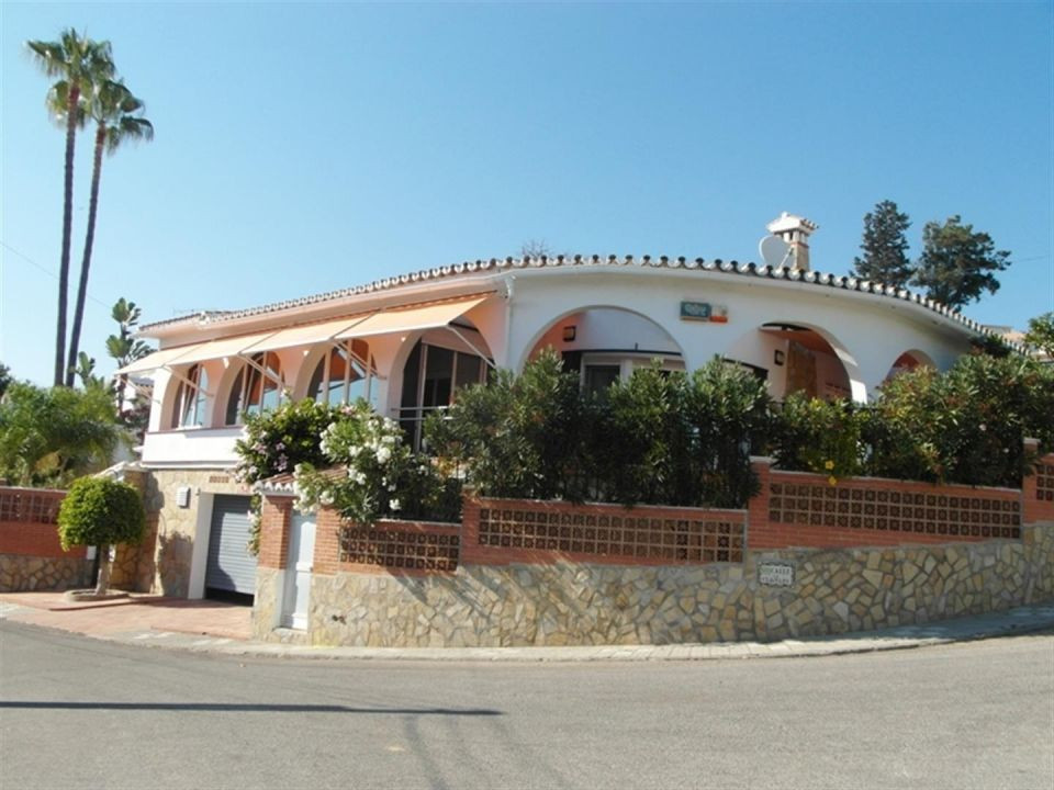 SPECTACULAR LUXURY VILLA CLOSE TO THE SEA, THIS HOUSE IS LOCATED IN CALETA DE VELEZ, NEAR THE MARINA, Spain
