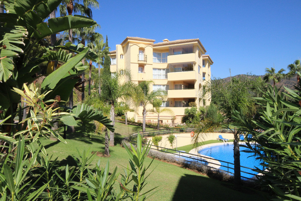 This unusually large middle floor corner apartment is situated a few minutes' walk from Santa Maria , Spain