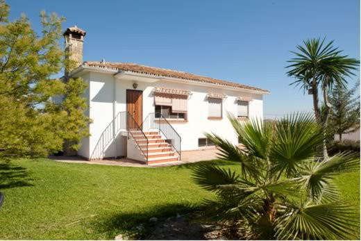 Rural property in Coin which consists of a main house and two bungalows on the 5585m2 plot.  The mai, Spain