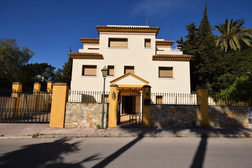 Oportunity! Large plot gated of 11,000 sqm  in Atalaya with amazing views. Consist of 5 villas with , Spain