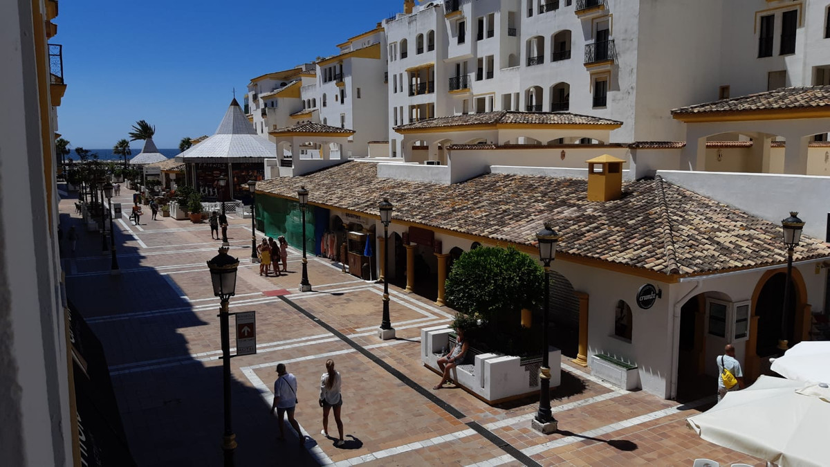 A beautiful apartment of 145m2 divided over 2-3 bed 2 bath and a very generous living room. The apar,Spain