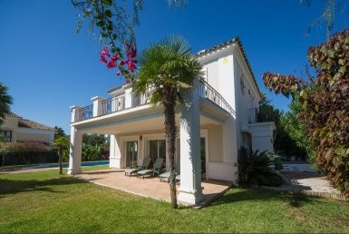 Modern luxury villa located in a quiet cul de sac of La Duquesa. The property is situated close to t,Spain