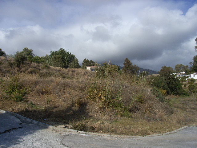 A 960m2 plot on the segregated Dona Pilar urbanisation with a 25% build percentage permit.  Dona Pil,Spain